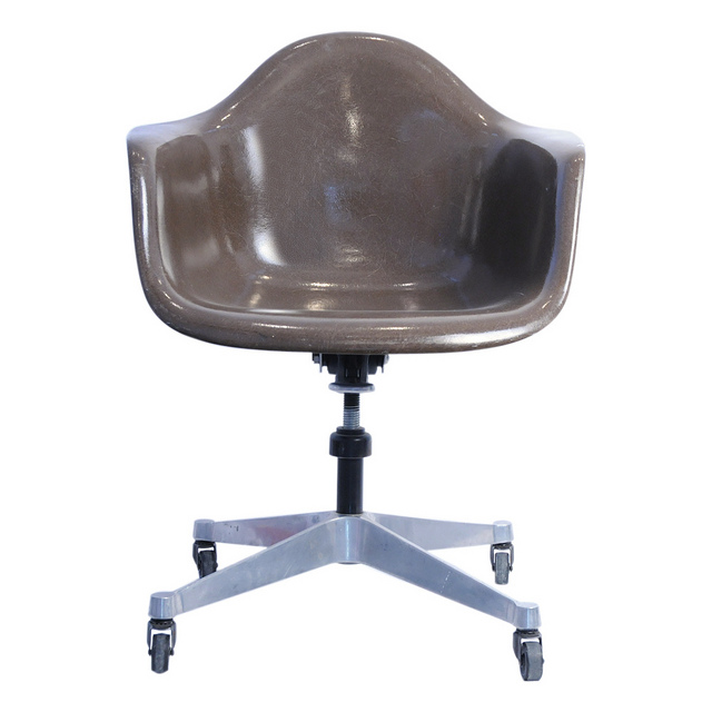Charles And Ray Eames U2013 Fiberglass Chair